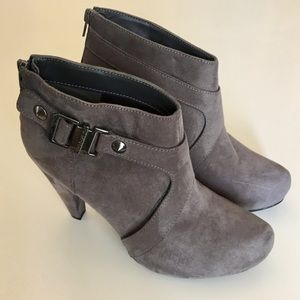 Guess Gray Buckle Bootoes